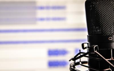 9 podcastów, których warto słuchać